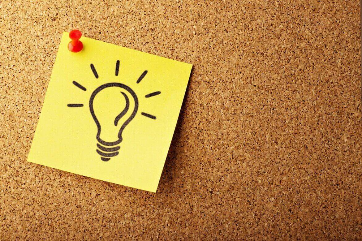 A post-it with a light bulb